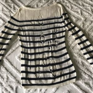 Knitted stripped long sleeve light weight sweater